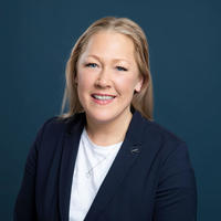 Forskningsdirektør: Kristine Amlund Hagen har PhD i utviklingspsykologi og er forskningsdirektør ved NUBU. Hennes særlige kompetanseområder forutenom utviklingspsykologi, inkluderer psykososiale vansker blant barn og unge, sosial kompetanse, evaluering av intervensjoner og forebyggende tiltak , samt implementering. Foto: Moment Studio.